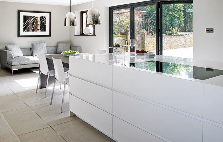 Brayer Design, Surrey White Minimalist Open Plan Kitchen with Handleless cabinets