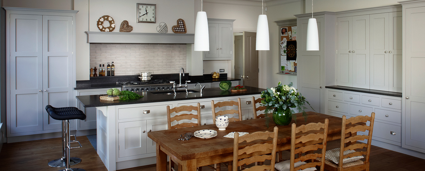 Large family country-style kitchen design Esher, Surrey