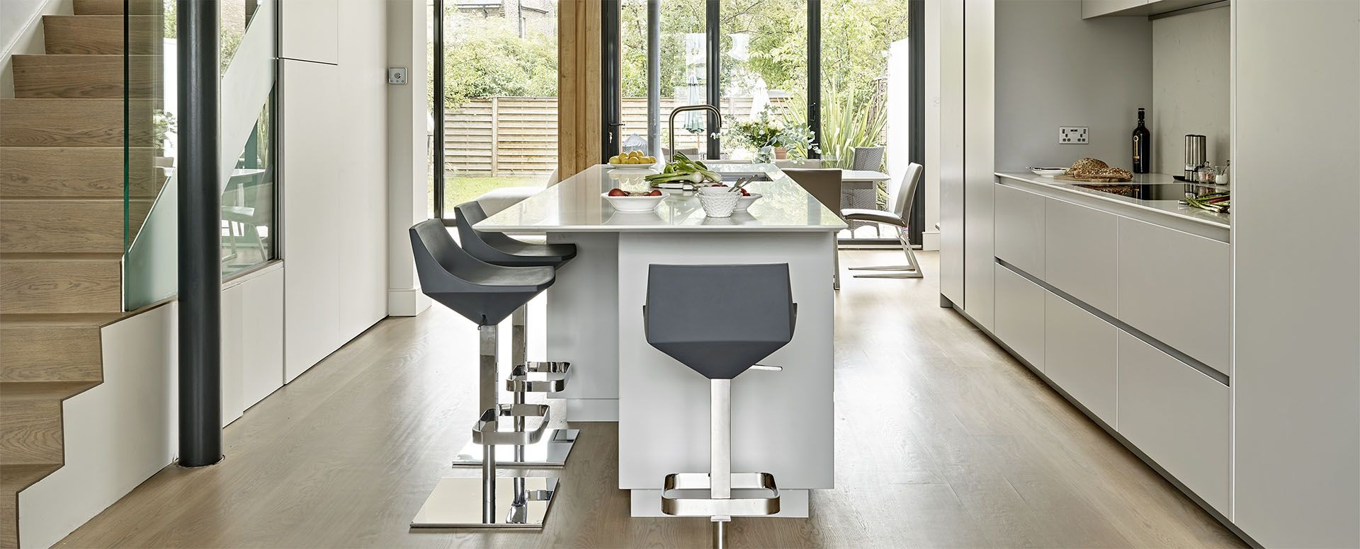 Modern handleless kitchen design with sleek light grey finish - Wimbledon